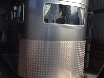 horse float ( horse trailers ) reversing camera systems Installations